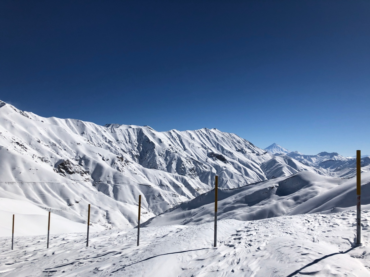 8_Damavand je s 5610 m najvišja gora v Iranu. In najvišji ognjenik v Aziji.
